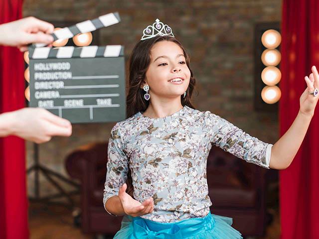 Девочка в детской студии актерского мастерства