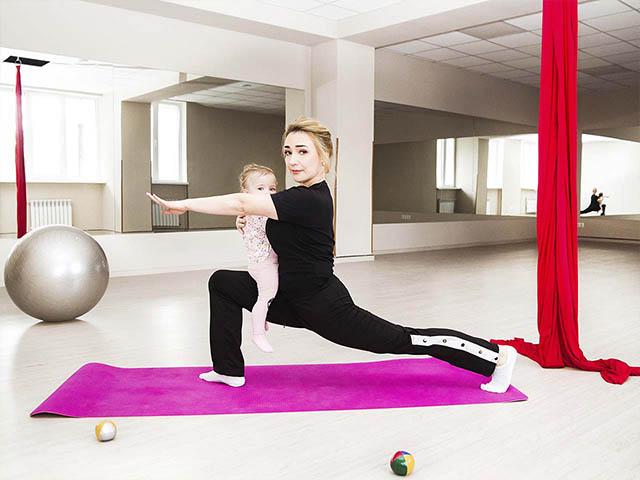 мама с ребенком спорт